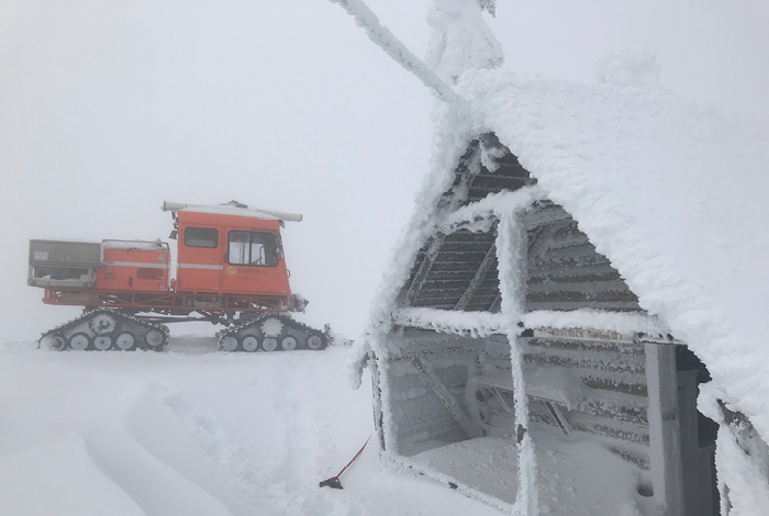 A warming hut to help crews take a temporary break from the cold.